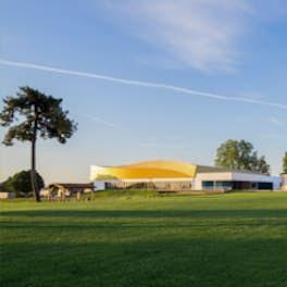 Complexe sportif Bellegrave, France, Groupe A40 Architectes, © Patrick Desvergnes